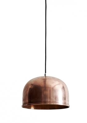 Lampa LC Shutters (Louis Poulsen), design Louise Campbell, perforovaný vzor, materiál hliník, Ø 43,9 cm, v. 30 cm, délka kabelu 3 m, cena od 16 772 Kč, www.stockist.cz.