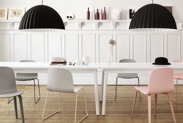 Jídelní stůl Adaptable (Muuto), design TAF, kombinace dubového dřeva aoceli, možnost 64 individuálních variant, cena 49764 Kč, www.muuto.com.
