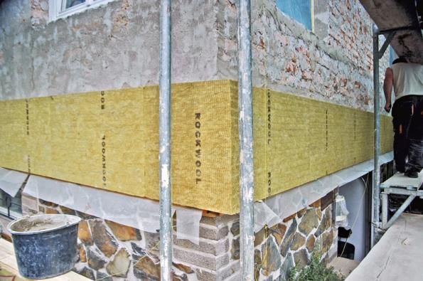Založení desek kamenné vlny Rockwool dosoklové lišty se sklotextilní síťovinou.