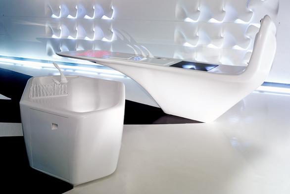 Pro milánský veletrh nábytku (2006) navrhla Zaha Hadid nadčasovou kuchyni, která poté putovala donewyorského Guggenheimova muzea (Ernestomedia aDupot).