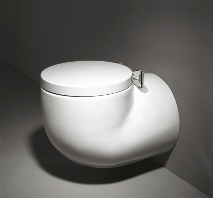Futuristicky tvarovaný klozet zkolekce  WCA (Sanindusa), cena 6045 Kč,  www.perfecto.cz.