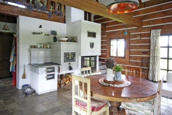 Neodmyslitelnou součástí funkční pece jsou úložné prostory na dřevo, které je ipříjemným dekorativním doplňkem.