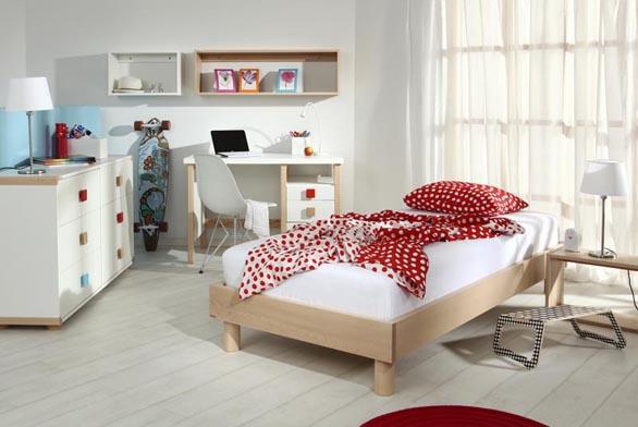 Barevné úchytky zapár korun oživí ijednoduchý nábytek adají se jednoduše vyměnit (GAZEL).