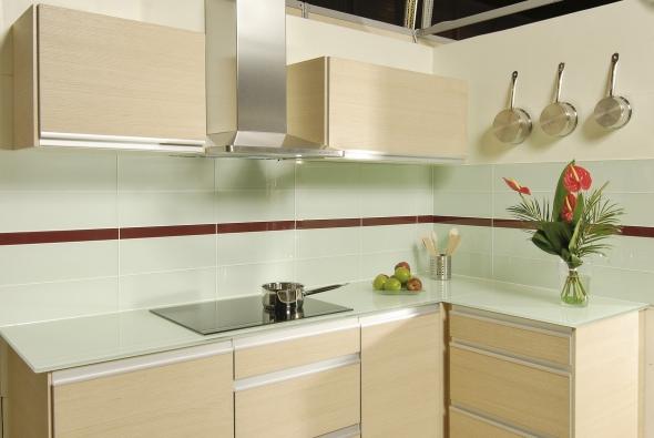 Mozaika, sklo, mramor a velké formáty obkladů a dlažeb ve vaší koupelně