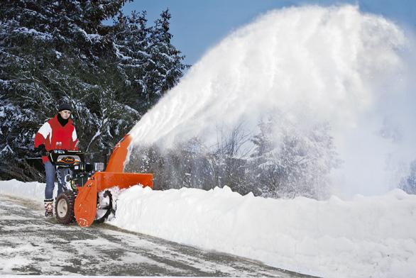 Úklid sněhu pomocí frézy kekultivátoru je dobrou volbou zejména pro majitele rodinných domů, chat achalup či menších farem, kteří chtějí univerzálního pomocníka. Připojením přídavného nářadí je možné nejenom uklízet sníh, ale také sekat aobracet trávu, přepravovat nejrůznější materiály, připravovat půdu pro setí či sázení (MOUNTFIELD).