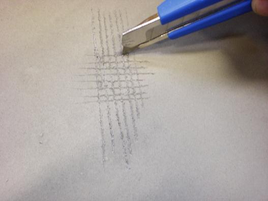Pevnost podkladu (stěrky) např. před položením dlažby lze prověřit ostrým nožem. Vytvoří se mřížka asi 2×2mm naploše 10×10cm, apokud 80% hmoty zůstane namístě, není třeba nanášet novou stěrku.