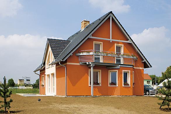 Technologie zprefabrikovaných masivních eko-betonových dílců zaručuje maximální přesnost rozměrů hotové stavby aaž o15% více vnitřního prostoru. Vysoká pevnost přináší prakticky neomezenou životnost domu (CANABA).