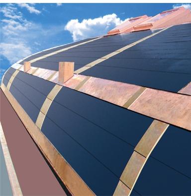 Ohebné fotovoltaické střešní šindele nabázi amorfního křemíku lze použít inaoble tvarované střechy (TEGOLA).
