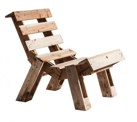 Z palet lze vyrobit i krásný zahradní nábytek. A navíc pohodlný a účelný (STUDIO PALETKY).