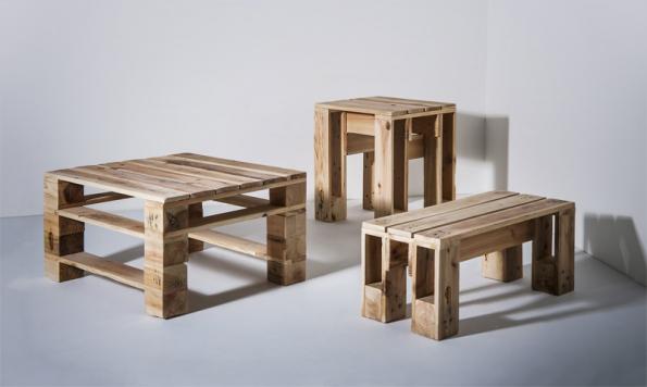 Ukázka stolku, laviček a taburetek z palet (vše STUDIO PALETKY).