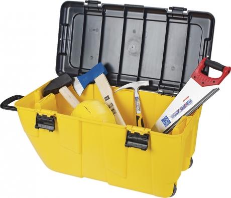 Různé typy plastových boxů na kolečkách využijete i pro převážení nářadí v kufru automobilu. Po skončení práce ho snadno přemístíte z auta zpět do dílny (ukázka je z OBI).