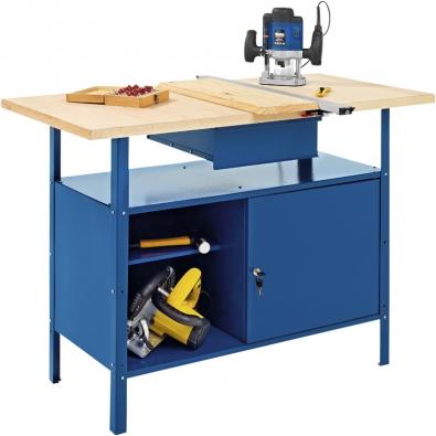 Základem každé dílny je stabilní a odolný dílenský stůl – ponk, nejlépe s ukládacími prostory a zásuvkou. Na obrázku vpravo je stolek LUX, cena  2 499 Kč (OBI).