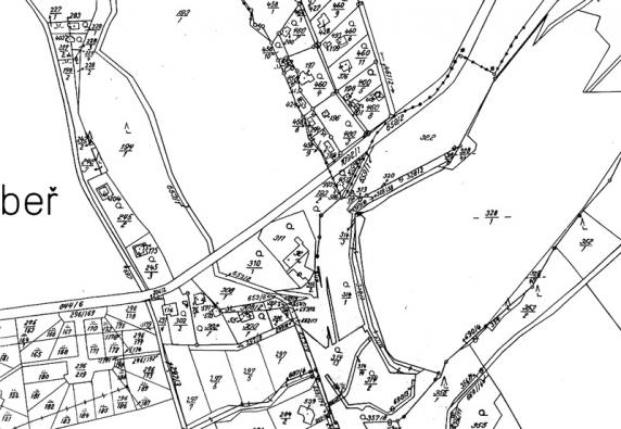 Klasická analogová mapa, kam se doplňují změny podle geometrických plánů ručně.