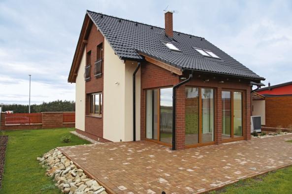 3. místo náleží domu Akát, který nabízí společnost G SERVIS CZ, s. r. o. (soutěžní kód T03).