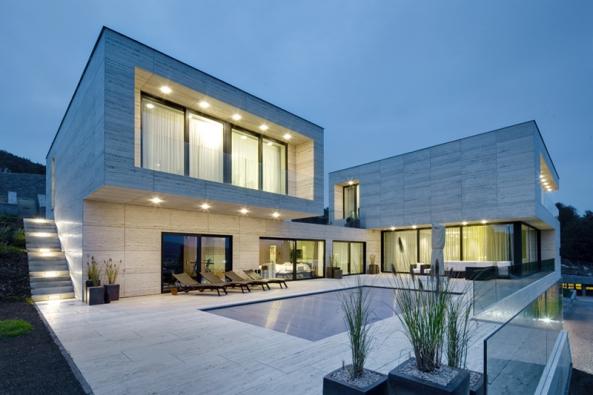3. cenu získává dům se sout. kódem I24. Navrhli architekti Jan Šesták, Marek Deyl  aFilip Tomášek adesignérka Ivana Šustrová.