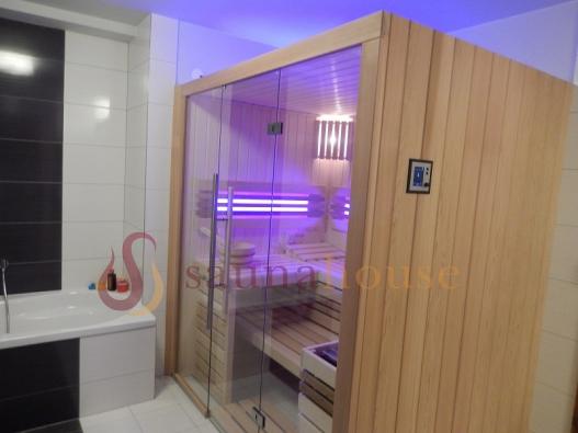 Domácí sauna má několik výhod - z ekonomického hlediska je méně nákladná, než návštěva sauny veřejné, je intimní a kromě toho ji můžeme navštěvovat takřka denně.