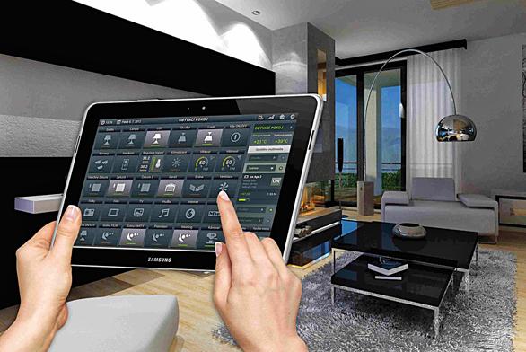 Všechny technologie inteligentního domu dnes můžete ovládat a nastavovat pomocí přenosného tabletu, a to prakticky z jakéhokoliv místa v domě. (INELS).