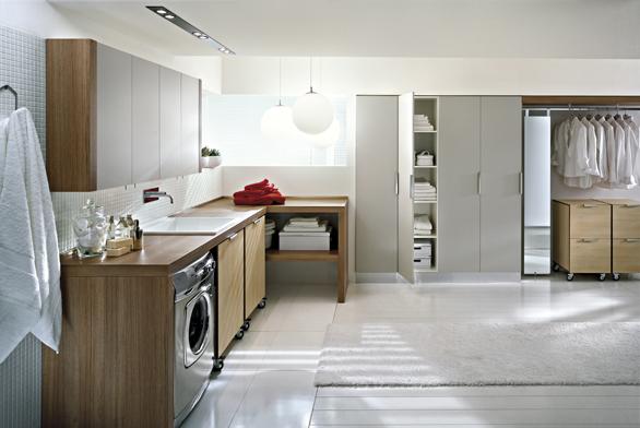 Stačí správně navrhnout velikost pomocných místností, abychom neplýtvali prostorem. Obývací pokoj ovelikosti 50 m2 může být zbytečnější než šatna.