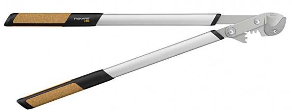 Jednočepelové nůžky Quantum L109 díky důmyslnému převodu překvapí snadným stříháním, navíc mají lehká a pevná hliníková držadla  s korkovými úchopovými prvky.