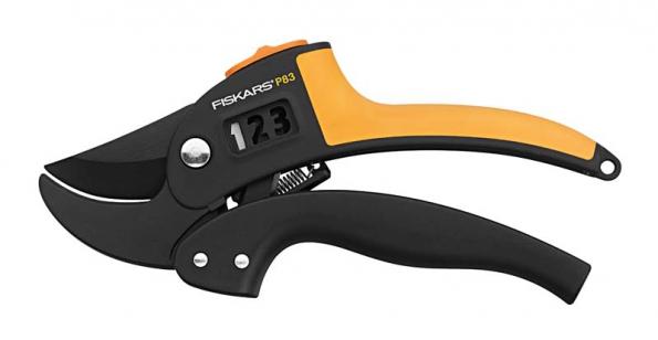 Zahradní nůžky PowerStep™ P83 s patentovanou technologií umožňují stříhat v jednom, dvou nebo třech krocích, nůžky si samy zvolí nejvhodnější nastavení podle průměru stříhané větve.