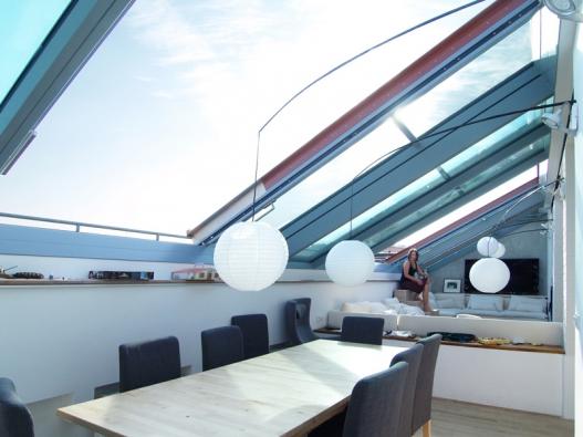 Posuvné střešní prosklení Solara PRESPEKTIV je opravdu velké a zároveň úsporné střešní okno.