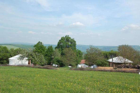 Budovaní soběstačné osady (Bílé Karpaty)