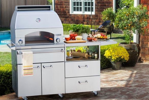 Trend venkovních kuchyní, vylepšete zahradní grilování (zdroj foto: www.lynxgrills.com)