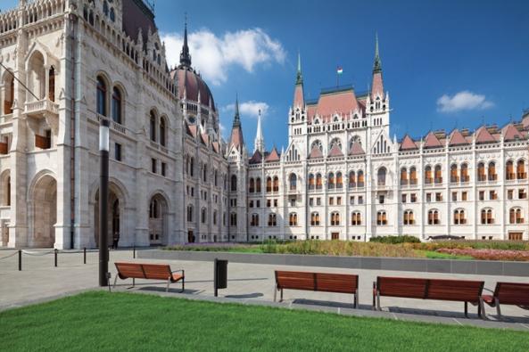 Proměna náměstí Kossuth Lájos tér v Budapešti