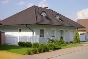 Výrobky PROFIMIX od společnosti KM BETA a.s., největšího českého výrobce stavebních materiálů, umožňují jednoduché a přesné zdění pro systémy z plných nebo lehčených cihelných prvků, betonových bloků nebo vápenopískového zdiva.