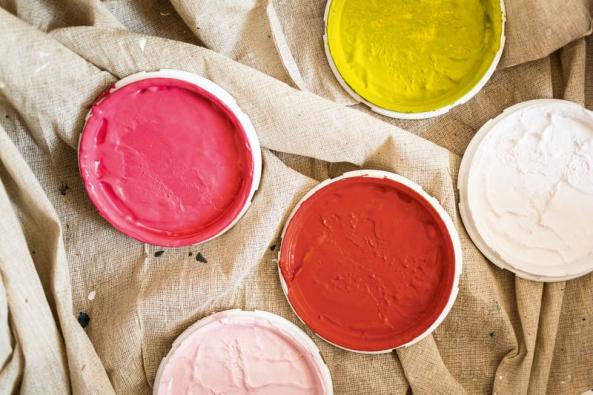Pokud se zajímáte o nejnovější trendy v interiérovém designu, nebo zkrátka jen hledáte inspiraci, určitě by vám neměla uniknout aktuální brožura Colour Futures, která představuje mimo jiné barvu roku 2015 a další klíčové trendy letošní sezóny.