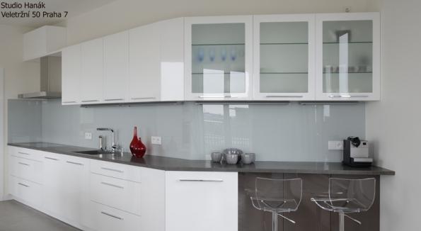 Interiérům vévodí barevná skla: získejte slevu 500 Kč