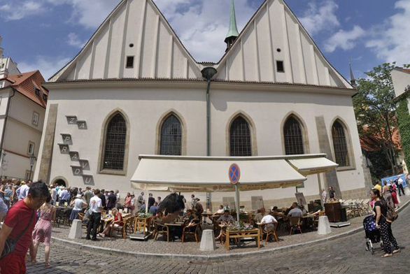 Betlémská kaple získala moderní uměleckou instalaci (www.cvut.cz)