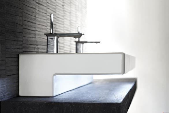 Pákové baterie Stance® s keramickou kartuší vynikají přesnou regulací spotřeby a teploty vody a elegantním designem.