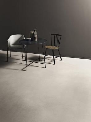 Podlahová stěrka  Cementoflex je použitelná na vodorovné i svislé povrchy. Je ekologická, odolná proti vodě a otěru, velmi pevná, v různých úpravách napodobuje vzhled leštěného či barveného betonu. www.kerakoll.com.