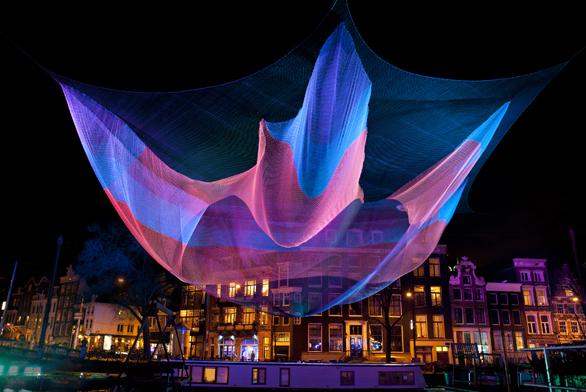 Začíná třetí ročník festivalu světla (Janet Echelman). Zdroj: www.signalfestival.com.
