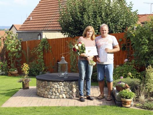 Letošní vítězové soutěže Nejhezčí zahrada s domem Canaba, manželé Liškovi.