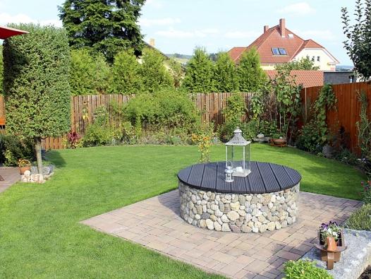 Cílem bylo, aby zahrada  byla krásná, nenáročná akvetla odjara dozimy.