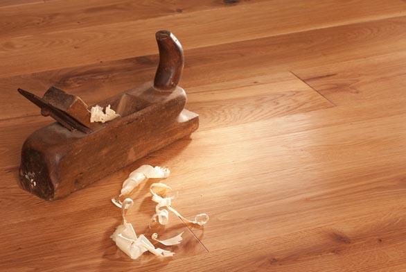 Masivní podlahy stačí jen položit (foto: www.palubky-eshop.cz).