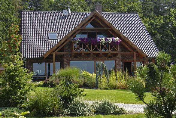 K dokonalému novému domu patří pečlivě založená zahrada.