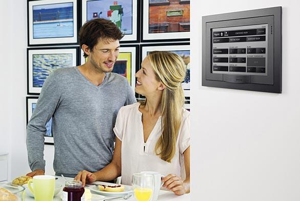Centrální ovládání celého domu pomocí dotykového displeje.