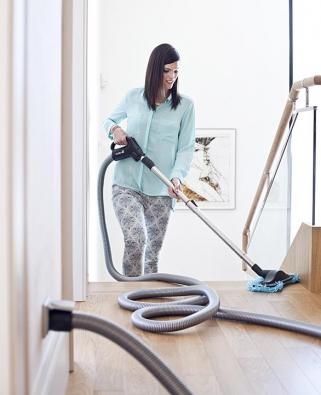 """Podlahová hubice Dust Mop nadřevěné podlahy avícevrstvé lamelové podlahy sbavlněným """"mopovým"""" kartáčem. Měkká část je odnímatelná alze ji prát  vpračce. Cena 846Kč (HUSKY)."""