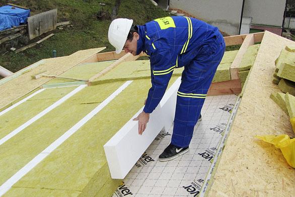 Desky Isover ORSIK jsou vhodné pro nezatížené tepelné, zvukové aprotipožární izolace především šikmých střech svkládáním mezi krokve idopřídavného roštu, dopříček, izolací dřevěných stropů, podhledů idutin.