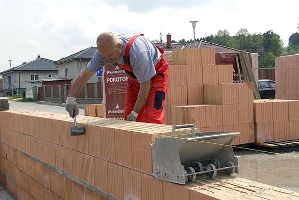 Konstrukční systém Porotherm (Wienerberger) se spektrem výrobků sjedinečnými vlastnostmi využívají stavbaři istavebníci desítky let.