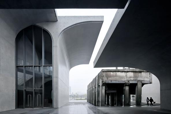 Porota soutěže Arcaid Images Architectural Photography Awards vybrala do finále dvacet fotografií budov z celého světa, včetně Long Museum West Bund v Šanghaji. (Su Shenliang / Atelier Deshaus)