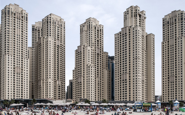 Na snímcích se objevovala architektura v nejrůznějších podobách. Do kategorie Duch místa se dostala fotografie rezidenčních budov v Dubaji, stejně jako školní projekt charity působící v oblasti architektury Article 25 v Burkina Faso. (Ieva Saudargaite / Wimberly Allison Tong & Goo)