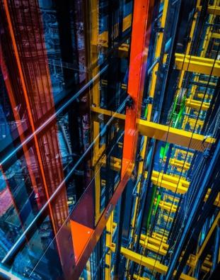 V kategorii interiéry byl k vidění snímek stylové horské chaty ve Švýcarsku, ale i fotografie divokých neonů Leadenhall Building v Londýně. (Mark Gorton / Rogers Stirk Harbour + Partners)