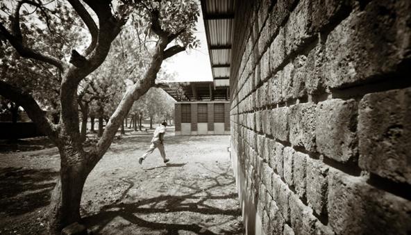 Fotografie architektury oceňované v soutěži Arcaid Awards ukazují budovy v kontextu užitné praxe, tedy jako místa pro život spíše než jako monumenty určené k obdivování zvenčí. (Grant Smith / Article 25)