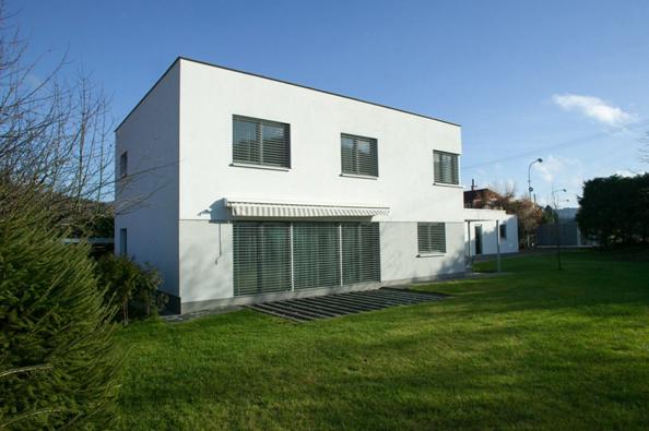 Dům s terasou z kvalitního cihlového materiálu HELUZ Family 30, Vsetín