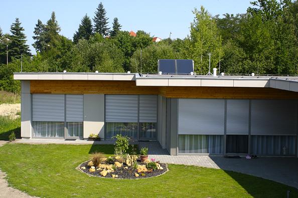 Stavba pasivního domu postaveného zcihel Heluz Family 2in1 trvala zhruba jeden rok (HELUZ).