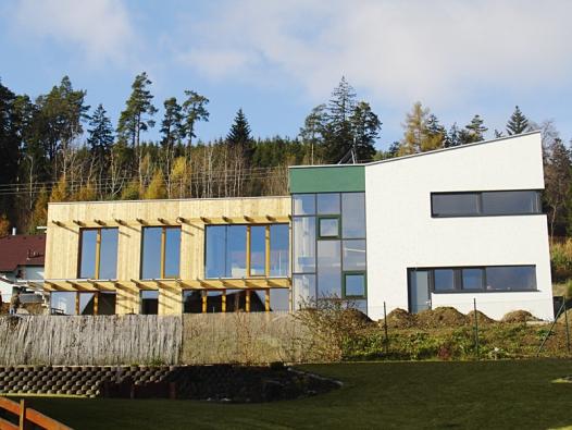 Krásné akultivované domy. Buď měly štěstí narozumný regulační plán nebo vznikly tak trochu navzdory (2).